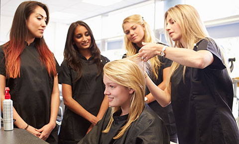 Have a trendy style with the help of hairstylist in San Bernardino